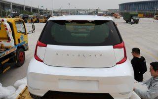 Η Τoyota, η οποία αντιλαμβάνεται πως το μέλλον της ηλεκτροκίνησης και της αυτόνομης οδήγησης συνδέεται και με τις καινούργιες και μικρές εταιρείες του κλάδου, έχει συνεργασία με την κινεζική νεοφυή Singulato. Η μεν κορυφαία ιαπωνική θα της πουλήσει τεχνολογία για ηλεκτρικά αυτοκίνητα, η δε κινεζική θα της επιτρέψει να αποκτήσει σε προνομιακή τιμή δικαιώματα εκπομπής ρύπων, μιας και η Κίνα εφαρμόζει αυστηρό σύστημα ορίων στους ρύπους για ηλεκτρικά και υβριδικά οχήματα.
