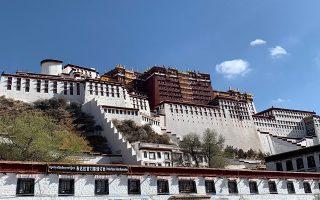 Το ανάκτορο Ποτάλα, βασική κατοικία του Δαλάι Λάμα μέχρι τη φυγή του για την Ινδία το 1959. Πλέον στεγάζει μουσείο.