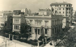 Το κτίριο που στεγάζει το Μουσείο Μπενάκη σε φωτογραφία του Μεσοπολέμου (Ιστορικό Αρχείο Μουσείου Μπενάκη).