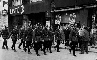 Η γερμανική αστυνομία έντονα παρούσα στους βερολινέζικους δρόμους τις ημέρες που ακολούθησαν τη Νύχτα των Μεγάλων Μαχαιριών (AP Images).