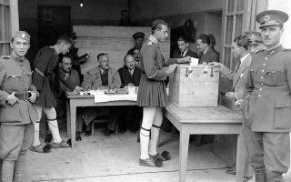 Στιγμιότυπο από το δημοψήφισμα της 3ης Νοεμβρίου 1935 (AP Photo).