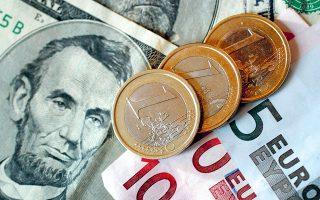 Τα απογοητευτικά στοιχεία για τη βιομηχανική παραγωγή στην Ευρωζώνη οδήγησαν το ευρώ σε υποχώρηση στα χαμηλότερα επίπεδα μιας και πλέον εβδομάδας. Αργά χθες το βράδυ κυμαινόταν γύρω στο 1,1227 δολάριο.