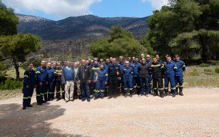 """Στο σεμινάριο συζητήθηκαν οι νέες προκλήσεις των δασικών πυρκαγιών. «Η ανταλλαγή εμπειριών ανάμεσα σε ειδικούς από διαφορετικές χώρες είναι πολύ χρήσιμη, καθώς δεν υπάρχει μία """"συνταγή"""" για όλες τις περιστάσεις», λέει ο επικεφαλής της ομάδας επιστημόνων που ήρθαν στην Αθήνα."""
