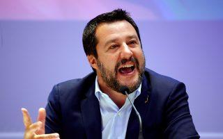 Ο Ματέο Σαλβίνι κηρύσσει την έναρξη της προεκλογικής εκστρατείας της Λέγκας ενόψει ευρωεκλογών στις 8 Απριλίου, στο Μιλάνο.