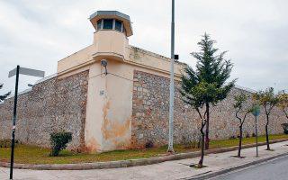 Οι δύο ποινικολόγοι αντιμετωπίζουν κατηγορίες για εγκληματική οργάνωση και απόπειρα εκβίασης για την υπόθεση της «μαφίας των φυλακών».