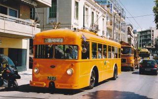 Στους δρόμους του Πειραιά θα κυκλοφορήσει αύριο το προπολεμικής περιόδου τρόλεϊ της γραμμής 20, μάρκας FIAT. Η φωτογραφία είναι από την περυσινή αντίστοιχη εκδήλωση.