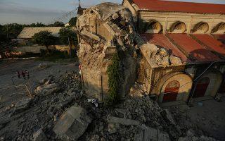 Οι καταστροφές που προκλήθηκαν σε εκκλησία στην πόλη Πόρακ στα βόρεια της Μανίλα από τον σεισμό που σημειώθηκε την Δευτέρα. (EPA/FRANCIS R. MALASIG)