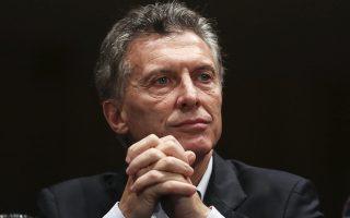Η συντριπτική πλειοψηφία των Αργεντινών δεν πιστεύει ότι η προσπάθεια του προέδρου Μάκρι (φωτ.) να ελέγξει τον πληθωρισμό, που τρέχει με 55%, θα έχει αποτέλεσμα.