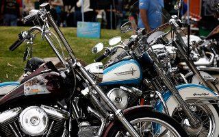 «Θα ανταποδώσουμε», τόνισε χθες ο Αμερικανός πρόεδρος, αναφερόμενος στους «άδικους», όπως είπε, δασμούς που επέβαλε η Ευρώπη στην εμβληματική αμερικανική εταιρεία Harley Davidson.