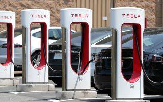 Σταθμός επαναφόρτωσης ηλεκτρικού αυτοκινήτου Tesla.