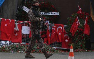 Σύμφωνα με τον Αμπού Μανσούρ, Τούρκοι της ΜΙΤ καθώς και πράκτορες άλλων υπηρεσιών είχαν διεισδύσει στο τμήμα «εξωτερικών επιχειρήσεων» του Ισλαμικού Κράτους, με σκοπό να υπονομεύσουν τις σχέσεις του με την Τουρκία. Σε δικό τους «δάκτυλο» θεωρεί ότι οφείλονταν τα χτυπήματα στο αεροδρόμιο της Κωνσταντινούπολης και στο κλαμπ «Ρέινα» (φωτ.).
