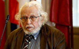 «Σήμερα μπαίνουν τα θεμέλια μιας καινούργιας πολιτικής», αναφέρει ο ομότιμος καθηγητής και συγγραφέας.