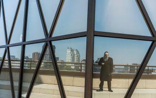 Ο ραββίνος Σμουέλ Καμινέσκι θεωρεί ότι πρόβλημα με τον Ζελένσκι έχει η εβραϊκή κοινότητα.