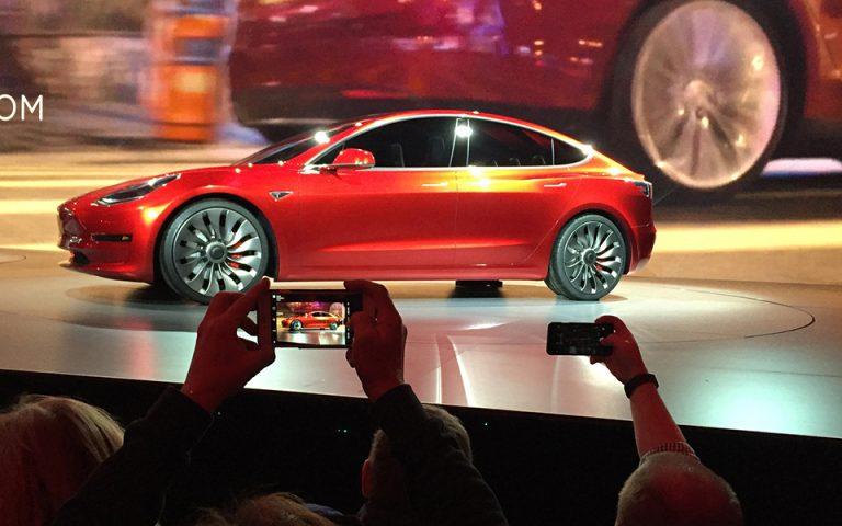 Ζημίες 700 εκατ. δολ. για την Tesla το α΄ τρίμηνο