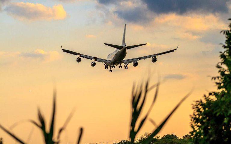 Έλληνες καρδιολόγοι έσωσαν τη ζωή γυναίκας μέσα σε αεροπλάνο