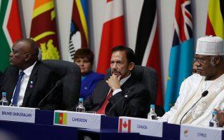 Ο σουλτάνος του Μπρούνει,  Χασανάλ Μπολκιάχ (στο κέντρο). (AP Photo/Kirsty Wigglesworth)