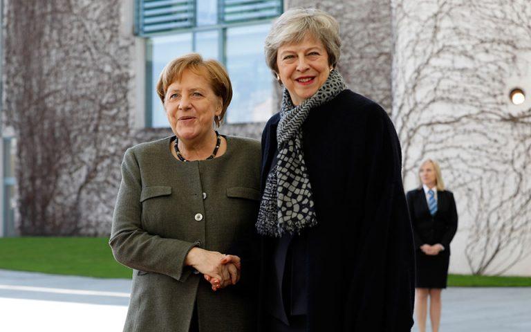 Ντάουνιγκ Στριτ: «Σημαντικό να διασφαλιστεί ένα τακτικό Brexit» συμφώνησαν Μέι – Μέρκελ