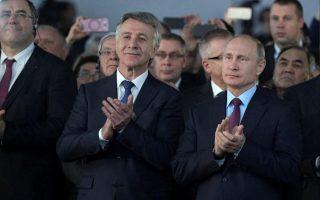 Ο Λεονίντ Μίχελσον δίπλα στον Ρώσο πρόεδρο Βλαντιμίρ Πούτιν, σε κοινή εκδήλωση το 2017
