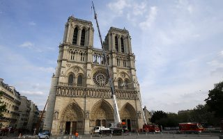 epa07514231 Notre Dame cathedral is pictured after a ceremony at the city town hall, in Paris, France, 18 April 2019. France paid a daylong tribute to the Paris firefighters who saved Notre Dame Cathedral from collapse, while construction workers rushed to secure an area above one of the church's famed rose-shaped windows and other vulnerable sections of the fire-damaged landmark.  EPA/Michel Euler / POOL MAXPPP OUT