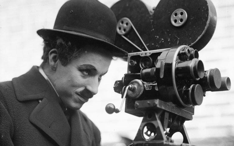Τσάρλι Τσάπλιν: Το έργο, η ζωή και τα μηνύματα της θλιμμένης ματιάς του «Σαρλό»