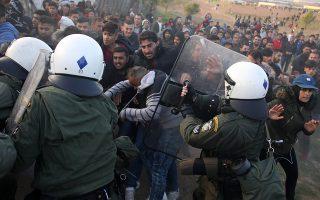 Επεισόδια ανάμεσα σε δυνάμεις της αστυνομίας και πρόσφυγες που κατασκήνωσαν έξω από κέντρο φιλοξενίας στο πρώην στρατόπεδο Αναγνωστοπούλου, στα Διαβατά Θεσσαλονίκης. Θεσσαλονίκη, Πέμπτη 4 Απριλίου 2019, ΑΠΕ ΜΠΕ/PIXEL/STR