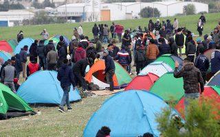 Για 3η μέρα παραμένουν οι πρόσφυγες έξω από το κέντρο φιλοξενίας στο πρώην στρατόπεδο Αναγνωστοπούλου, στα Διαβατά Θεσσαλονίκης. το Σάββατο 6 Απριλίου 2019 . ΑΠΕ ΜΠΕ/PIXEL/ΜΠΑΡΜΠΑΡΟΥΣΗΣ ΣΩΤΗΡΗΣ
