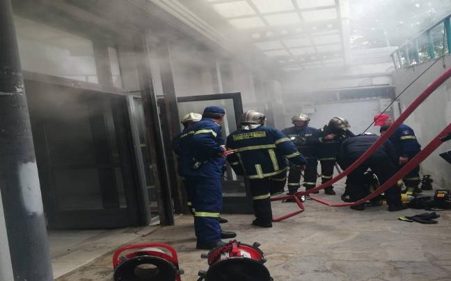 Φωτιά στο  τμήμα Βιολογίας του ΑΠΘ (φωτογραφίες – βίντεο)
