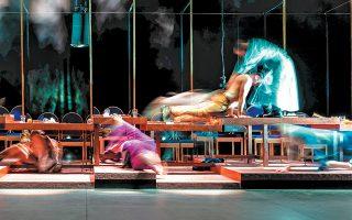 Σε ένα γεμάτο θέατρο παρουσιάστηκε η παράσταση «Ρομπ/Rob»,σε κείμενο του Ευθύμη Φιλίππου και σκηνοθεσία του Δημήτρη Καραντζά.