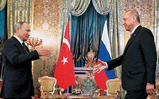 Αψηφώντας τις προειδοποιήσεις της κυβέρνησης Τραμπ, ο Τούρκος πρόεδρος Ταγίπ Ερντογάν διαβεβαίωσε τον Ρώσο ομόλογό του Βλαντιμίρ Πούτιν, χθες στο Κρεμλίνο, ότι η αγορά των ρωσικών πυραύλων S-400 θα προχωρήσει κανονικά, όπως έχει συμφωνηθεί.