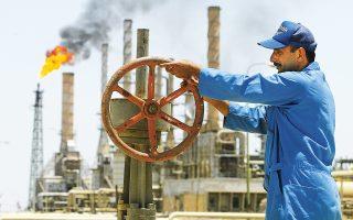Οι μετοχές των πετρελαϊκών εταιρειών και αυτών που παράγουν φυσικό αέριο υποχώρησαν κατά 0,8% μετά τα σχόλια Ρώσων αξιωματούχων που άφησαν να εννοηθεί πως ενδέχεται να αποδυναμωθεί η συμφωνία με τον ΟΠΕΚ για μείωση της παραγωγής.