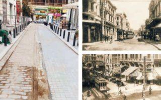 Με επίκεντρο τις ράγες του τραμ και το κτίριο της τράπεζας, η έκθεση απεικονίζει τις «μεταμορφώσεις του δρόμου από την Καπάνατζα στην οδό Αγίου Μηνά».