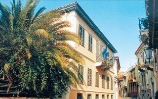 Το οθωνικής περιόδου αρχοντικό της Ελληνικής Εταιρείας αποκτήθηκε με δωρεές φίλων της στην Αμερική, με πρωτοβουλία της Βιργινίας Νικολάου. Αναστηλώθηκε με δωρεές μελών και φίλων, κατά την προεδρία του καθηγητή Μιχάλη Σκούλλου. Η αναστήλωση βραβεύθηκε από τη Europa Nostra το 1992.ΕΛΛΗΝΙΚΗ ΕΤΑΙΡΕΙΑ ΠΕΡΙΒΑΛΛΟΝΤΟΣ ΚΑΙ ΠΟΛΙΤΙΣΜΟΥ