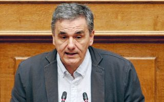 O υπουργός Οικονομικών Ευκλείδης Τσακαλώτος καλείται να διαπραγματευθεί τη ρύθμιση των 120 δόσεων, για την οποία οι θεσμοί έχουν ισχυρές επιφυλάξεις.