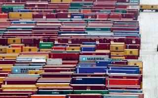 Οι εξαγωγές για πρώτη φορά ξεπέρασαν το φράγμα των 32 δισ. ευρώ, με αντίστοιχη βεβαίως ανησυχητική αύξηση των εισαγωγών. ΑΠΕ