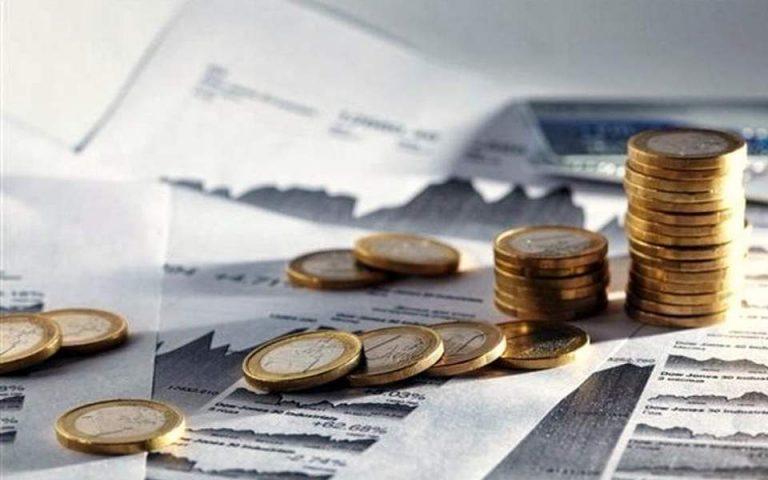 «Καμπανάκι» ΙΟΒΕ: Κίνδυνος να επιστρέψει σε ύφεση η οικονομία