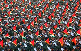 Στρατιώτες των Φρουρών της Επανάστασης κατά τη διάρκεια ετήσιας στρατιωτικής παρέλασης. (AP Photo/Ebrahim Noroozi, File)