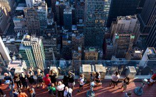 Θέα στους ουρανοξύστες του Μανχάταν από το παρατηρητήριο Top of the Rocks, στον τελευταίο όροφο του Rockefeller Centre. (Φωτογραφία: Markus Kirchgessner/laif)