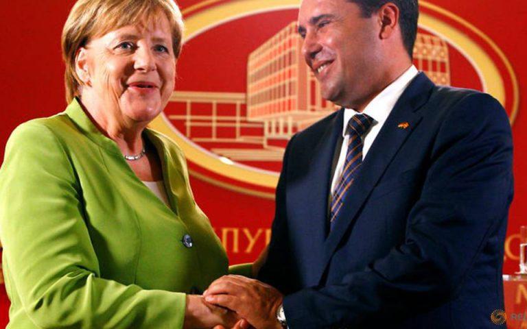 Θετική εξέλιξη η επίσκεψη Τσίπρα στα Σκόπια εκτίμησαν Μέρκελ – Ζάεφ σε τηλεφωνική τους επικοινωνία