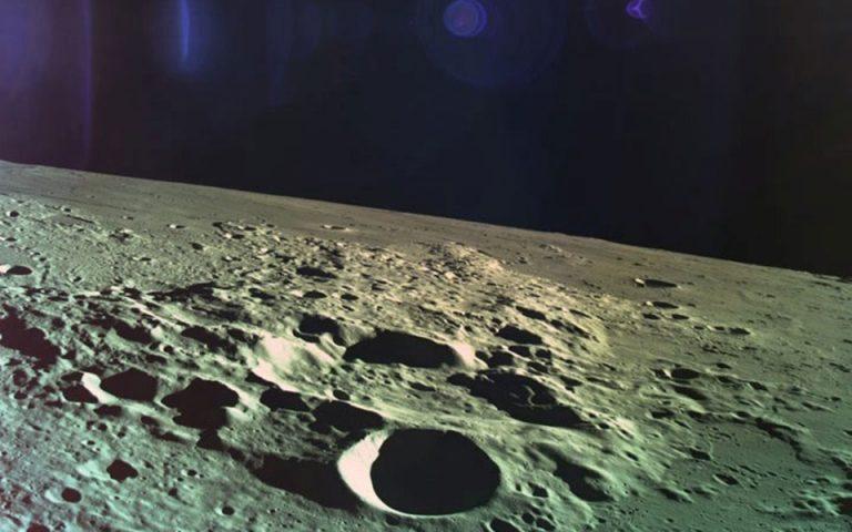 Η Σελήνη χάνει 200 τόνους νερού κάθε χρόνο λόγω πτώσης μετεωριτών στην επιφάνειά της