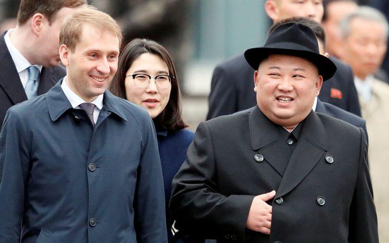 Στο Βλαδιβοστόκ ο Κιμ Γιονγκ Ουν για τη συνάντηση με Πούτιν – Το πρόβλημα που παρουσιάστηκε κατά την άφιξή του