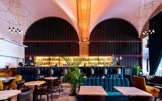 Το Dawn Lounge Bar με τη μοντέρνα επίπλωση. (Φωτογραφία: Francisco Nogueira/www.francisconogueira.com)