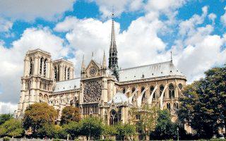 Η Παναγία των Παρισίων δεσπόζει στην καρδιά της γαλλικής πρωτεύουσας πριν από την καταστροφική πυρκαγιά της 15ης Απριλίου. Παρά τις αισιόδοξες εξαγγελίες για αποκατάσταση των ζημιών εντός πενταετίας, είναι αδύνατο να προσδιοριστεί πότε οι πιστοί και οι επισκέπτες θα ακούσουν ξανά Μπαχ από το εκκλησιαστικό όργανο, παρατηρώντας το φως να παίζει με τα πολύχρωμα βιτρό.