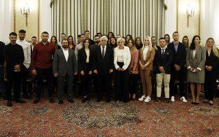 Ο Πρόεδρος της Δημοκρατίας Προκόπης Παυλόπουλος φωτογραφίζεται με εκπροσώπους του Ιδρύματος Λεβέντη, και αθλητές που έχουν λάβει Ολυμπιακές Υποτροφίες προετοιμασίας από το Ίδρυμα, σε εκδήλωση στο Προεδρικό Μέγαρο, Σάββατο 6 Απριλίου 2019 ΑΠΕ-ΜΠΕ/ΑΠΕ-ΜΠΕ/ΑΛΕΞΑΝΔΡΟΣ ΒΛΑΧΟΣ