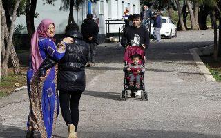 Πρόσφυγες που αιτούνται άσυλο εικονίζονται στη δομή φιλοξενίας προδφύγων του Σχιστού, κατά την διάρκεια της επίσκεψης του υπουργού Μεταναστευτικής Πολιτικής Δημήτρη Βίτσα και τον υφυπουργού Εσωτερικών της Γερμανίας Stephan Mayer (δεν εικονίζονται), Πέμπτη 24 Ιανουάριου 2019. ΑΠΕ-ΜΠΕ/ΑΠΕ-ΜΠΕ/ΑΛΕΞΑΝΔΡΟΣ ΒΛΑΧΟΣ
