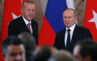 Ο Ρώσος πρόεδρος Βλαντιμίρ Πούτιν και ο Τούρκος ομόλογος του Ρετζέπ Ταγίπ Ερντογάν στο συμβούλιο κορυφής μεταξύ Ρωσίας και Τουρκίας στη Μόσχα. (Maxim Shipenkov/Pool via REUTERS)