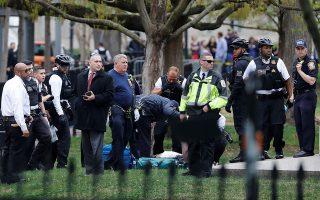 U.S. Secret Service responses to a medical incident outside the White House in Washington, U.S., April 12, 2019. REUTERS/Yuri Gripas