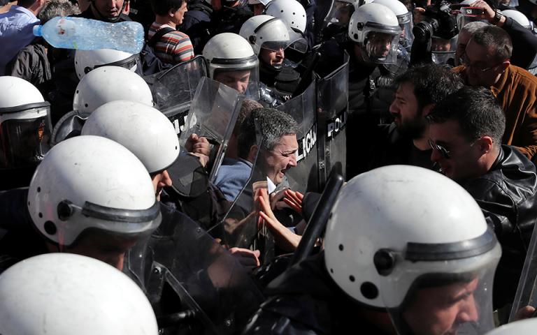 Διαδήλωση κατά του προέδρου της Σερβίας το απόγευμα στο Βελιγράδι
