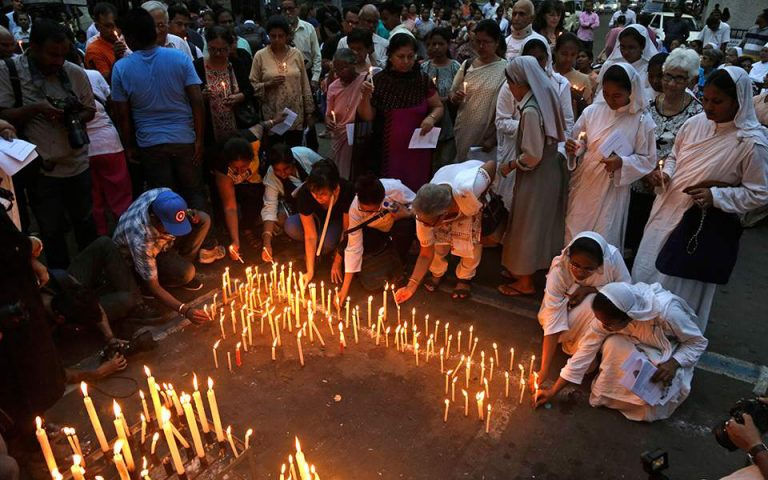 Σρι Λάνκα: Μείωση κατά 50% στις αφίξεις των τουριστών μετά τις επιθέσεις