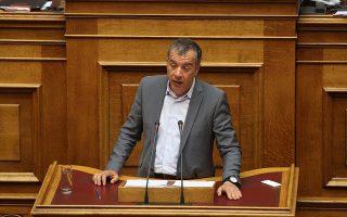 Ο επικεφαλής του Ποταμιού Σταύρος Θεοδωράκης μιλά στην Ολομέλεια της Βουλής, Παρασκευή 15 Απριλίου 2016. Συζήτηση και λήψη απόφασης επί της προτάσεως που κατέθεσαν ο πρωθυπουργός και πρόεδρος της ΚΟ του ΣΥΡΙΖΑ Αλέξης Τσίπρας και οι Βουλευτές του κόμματός του και ο πρόεδρος της ΚΟ των Αν.Ελ. Πάνος Καμμένος και οι βουλευτές του κόμματός του, για σύσταση Εξεταστικής Επιτροπής, σχετικά με τη διερεύνηση της νομιμότητας της δανειοδότησης των πολιτικών κομμάτων καθώς και των ιδιοκτητριών εταιρειών μέσων μαζικής ενημέρωσης από τα τραπεζικά ιδρύματα της χώρας. ΑΠΕ-ΜΠΕ/ΑΠΕ-ΜΠΕ/ΑΛΕΞΑΝΔΡΟΣ ΜΠΕΛΤΕΣ