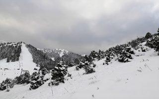 Κατάλευκο  τοπίο  στο Μαίναλο από τα χιόνια στην ορεινή Αρκαδία ντύνοντας τα πάντα τα λευκά, Δευτέρα 7 Ιανουαρίου 2019. Tο χιονοδρομικό κέντρο βρίσκεται στο Νομό Αρκαδίας στο οροπέδιο της Οστρακίνας σε υψόμετρο 1600 μέτρα, κάτω από την υψηλότερη κορυφή του Μαινάλου (Προφήτης Ηλίας 1981 μ.). Η προσέγγιση στην περιοχή του χιονοδρομικού γίνεται από το χωριό άνω  Καρδαρά και από τη Βυτίνα όπου  καταλήγουν στο οροπέδιο της Οστρακίνας.  ΑΠΕ-ΜΠΕ /ΑΠΕ-ΜΠΕ/ΜΠΟΥΓΙΩΤΗΣ ΕΥΑΓΓΕΛΟΣ